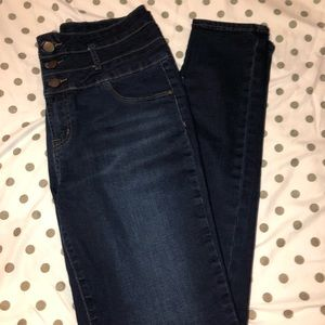 High waisted, 3 button jeans!